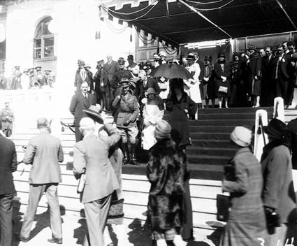Duke and Duchess of York meeting the citizens from  the steps of Parliament House