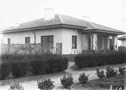 FCC (Federal Capital Commission) Cottage - Type 26 T3 and gardens, Gosse Street, Kingston