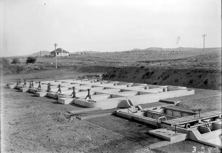 Weston Creek Sewerage treatment plant,sedimentation and activated sludge tanks