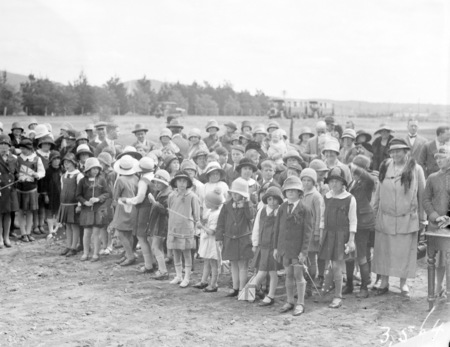 School children at the opening the Ainslie School in September 1927.