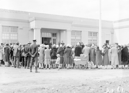 Crowd at the opening the Ainslie School in September 1927.