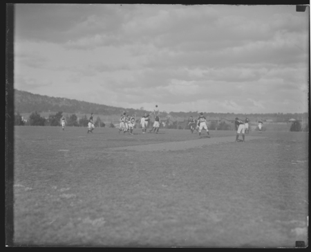 Crowd and players during the Australian Rules Football final.