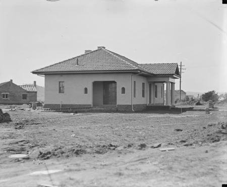 FCC (Federal Capital Commission) type cottage.