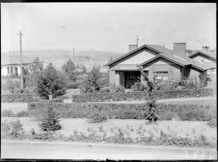 House with garden hedges at Kingston.