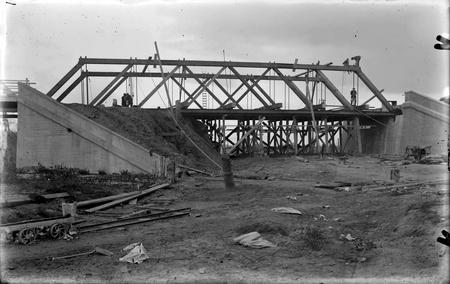 Work in progress on Commonwealth Avenue Bridge