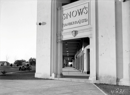 Colonnade of Sydney building from Snow's  Corner looking north