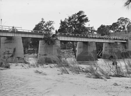 Flood debris at bridge over the Murrumbidgee River at the Cotter Pump House, 1922 floods.
