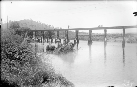 Railway bridge over Molonglo River with debris after July 1922 floods