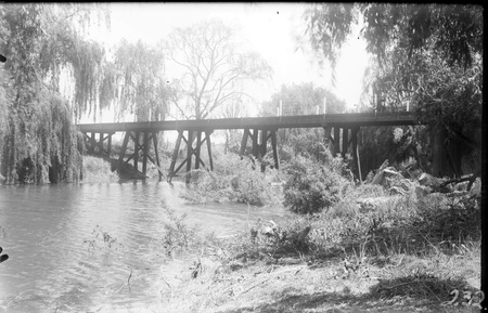 Old Commonwealth Avenue Bridge over Molonglo River destroyed in July 1922 floods