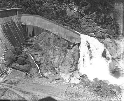 Burrinjuck Dam under construction - Overflow spillway