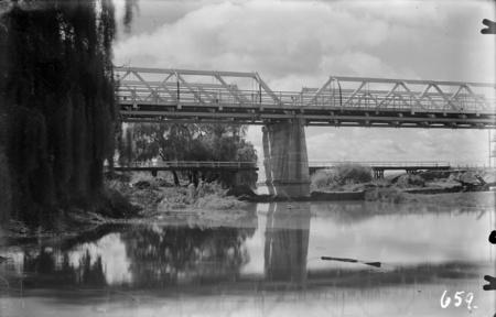 Commonwealth Avenue Bridge over the Molonglo River showing original bridge.