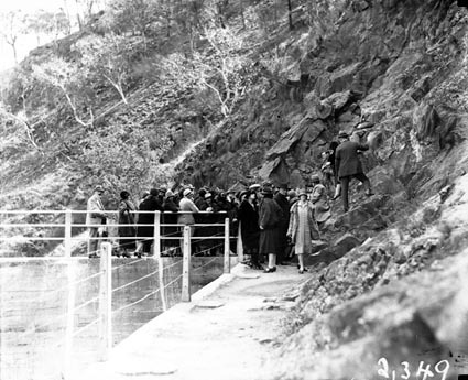 Tour of Canberra by the Victorian Branch of the English Speaking Union, at the Cotter Dam