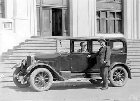 Mr and Mrs Deane with motor car in front of Parliament House