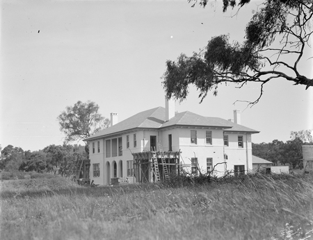 Prime Minister's Lodge from the north, Adelaide Avenue, Deakin.