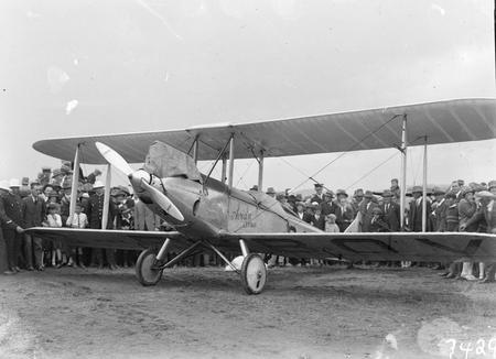Bert Hinkler in his Avro Avian giving demonstration flights in Canberra