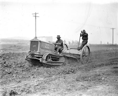 Cletrac crawler tractor pulling scoop.