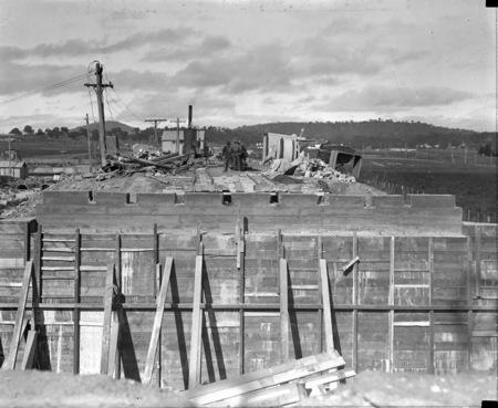 Construction works near Commonwealth Avenue bridge.