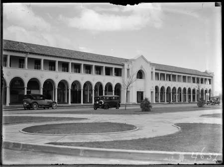 Sydney Building, Northbourne Avenue, Civic Centre with motor cars, from north west.