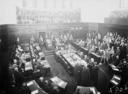 Opening of the 16th Parliament. Governor General opening the Parliament in the Senate.