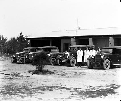 Five Federal Capital Commission motor cars with drivers at Kingston depot