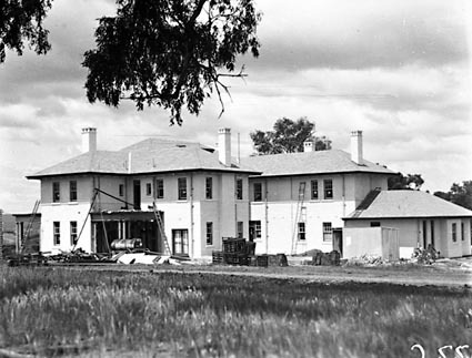 Prime Minister's Lodge , Adelaide Avenue , Deakin, from south west