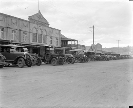 Left side of Monaro Street, Queanbeyan looking north.