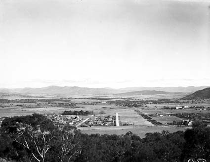 Reid and Civic Centre from Mt Ainslie. Ainslie Hotel to the right