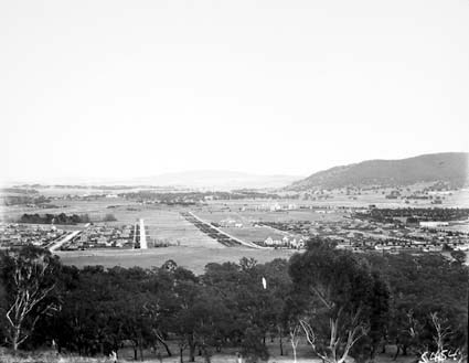 Reid,  Braddon and Civic Centre from Mt Ainslie. Ainslie Hotel in centre Black Mountain on the right