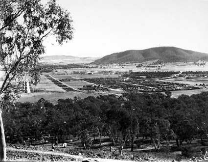 Braddon and Civic Centre from Mt Ainslie. Ainslie Hotel in centre. Black Mountain at the rear