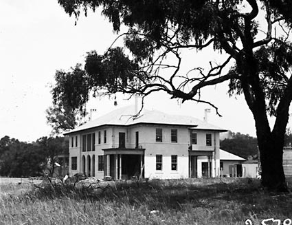 Prime Minister's Lodge , Adelaide Avenue , Deakin, from north west