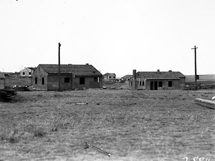Cottages in Griffith looking towards Mt Mugga
