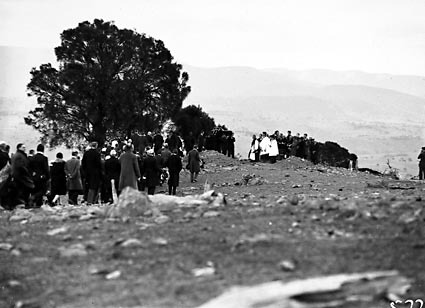 Funeral of Director of Commonwealth Solar Observatory, Dr. W G Duffield on Mt Stromlo.Graveside ceremony conducted by Dr. Radford