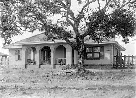 Oakley and Parkes cottage,National Circuit, Forrest