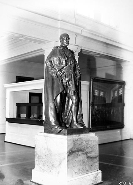Statue of King George the Fifth in Kings Hall, Parliament House.