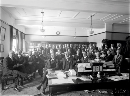 Newly elected Labour members of the 16th Parliament, Scullin Ministry with Lyons, Chifley and Curtin in front