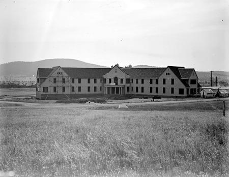 Hotel Ainslie, Limestone Avenue, Reid