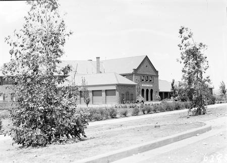 Front entrance, Brassey House. Macquarie Street, Barton.
