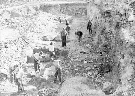 Workmen excavating the Black Mountain reservoir.