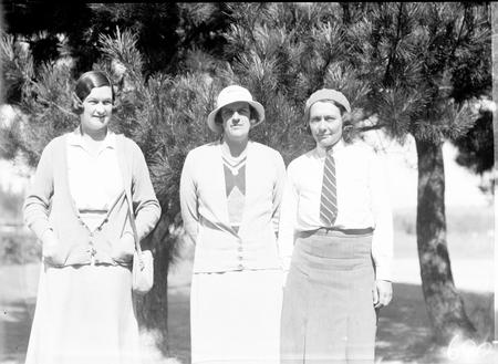 Canberra Golf Course, three lady golfers.