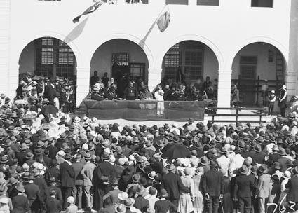 Catholic pilgrimage to Canberra - Spectators and dias with Clergy  outside St Christopher's Convent,Franklin Street,  Manuka