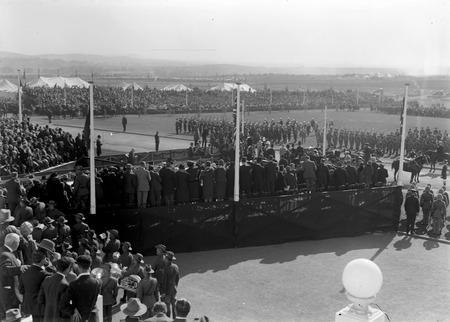 Royal Visit, May 1927 - Arrival of Duke and Duchess of York at Parliament House