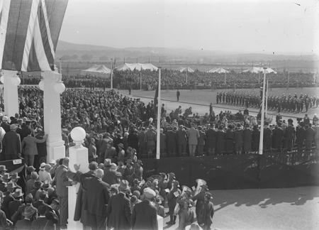 Royal Visit, May 1927. Arrival of the Duke and Duchess of York at Parliament House.