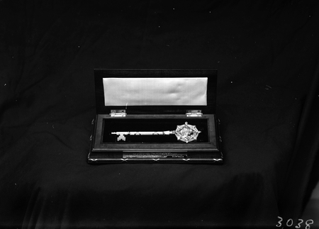 Royal Visit, May 1927. Casket and Gold Key of Parliament House.