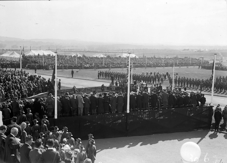 Royal Visit, May 1927. Arrival of Duke and Duchess of York in front of Parliament House.