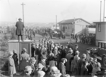 Royal Visit, May 1927. Crowds at the Canberra Railway Station awaiting the arrival of the Royal Train.