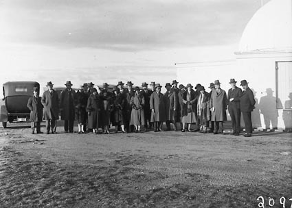 Conference delegates at Mount Stromlo. Oddy Dome (telescope) on right